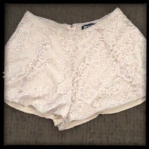 *Pre-Loved* - Nasty Gal Ivory Floral Lace Shorts